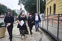 Recife (PE), 31/05/2021 - Vereadora-Recife - A Vereadora do PT, Liane Cirne Lins que sofreu agressão da Polícia Militar de Pernambuco na passeata contra Bolsonaro tem audiência com o Governador Paulo Câmera do PSB. O caso repercutiu na imprensa por conta do jato de spray de pimenta que o polícia jogou no rosto da vereadora. Ela também é professora de direito  não estava participando do ato e  foi apenas atende pessoas que relataram a truculência da polícia no final da passeata.  Local da Audiência foi no Palácio do Governador no bairro de Santo Antônio, centro do Recife.