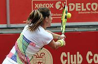 BOGOTA - COLOMBIA - 13<br /> -04-2016: Marina Duque de Colombia,  devuelve la bola a Amra Sadikovic de Suiza,  durante partido por el Claro Colsanitas WTA, que se realiza en el Club El Rancho de Bogota. / Marina Duque of Colombia, returns the ball to Amra Sadikovic of Switzerland, during a match for the WTA Claro Colsanitas, which takes place at Club El Rancho de Bogota. Photo: VizzorImage / Luis Ramirez / Staff.