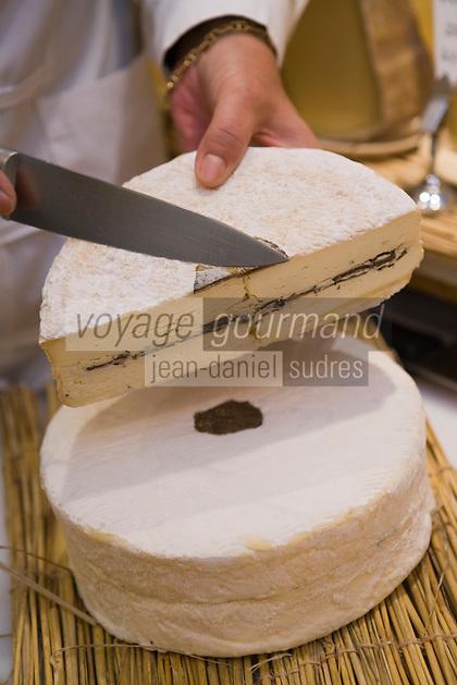 """Europe/France/Ile-de-France/75007/Paris: Marie-Anne Cantin Fromager affineur 12, rue du Champ de Mars  propose à Noêl son fromage"""" Truffé de la Marne""""  //  Europe / France / Ile-de-France / 75007 / Paris: Marie-Anne Cantin Fromager affineur 12, rue du Champ de Mars offers her """"Truffé de la Marne"""" cheese for Christmas"""