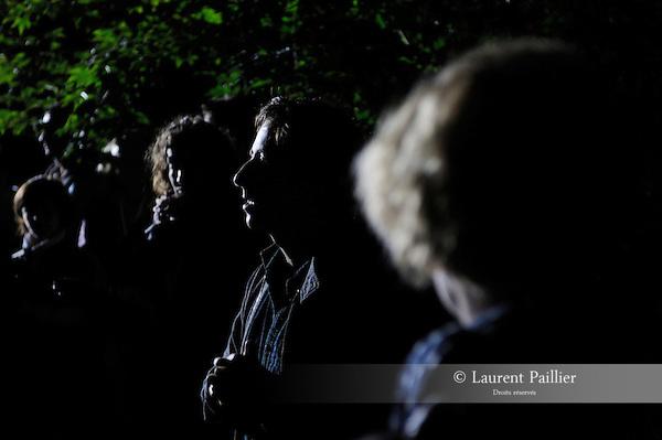 BIVOUAC<br /> <br /> Conception : Philippe Quesne / Vivarium Studio<br /> Avec la collaboration de César Vayssié, Cyril Gomez-Mathieu et du public du festival...<br /> Cadre : Plastique Danse Flore 2012<br /> Lieu : Potager du roi<br /> Ville : Versailles<br /> Le : 14/09/2012<br /> (c) Laurent Paillier / photosdedanse.com<br /> All rights reserved