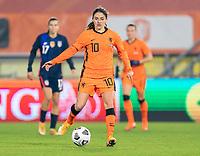 BREDA, NETHERLANDS - NOVEMBER 27: Danielle van de Donk #10 of the Netherlands dribbles during a game between Netherlands and USWNT at Rat Verlegh Stadion on November 27, 2020 in Breda, Netherlands.