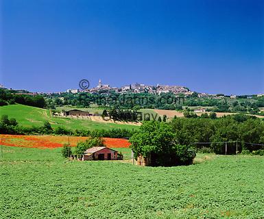 Italy, Umbria, Todi: hill top town overlooking the Tiber Valley | Italien, Umbrien, Todi: Stadt auf einem Huegel hoch ueber dem mittleren Tibertal gelegen