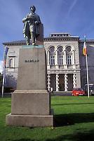 AJ0960, Europe, Republic of Ireland, Ireland, Dublin. Statue of Dargan stands outside the National Gallery in Dublin in County Dublin.