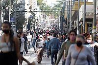 Campinas (SP), 06/08/2021 - Comércio/Dia dos Pais - Movimentação nesta sexta-feira (6) na rua 13 de Maio, centro comercial na cidade de Campinas, interior de São Paulo. A partir desta sexta-feira (6), comércios, shoppings, restaurantes e serviços de Campinas (SP) podem funcionar até a meia-noite sem restrição do horário de entrada dos consumidores. O decreto com a mudança foi publicado no Diário Oficial. Vendas de Dia dos Pais deve crescer 22,8% na região de Campinas.