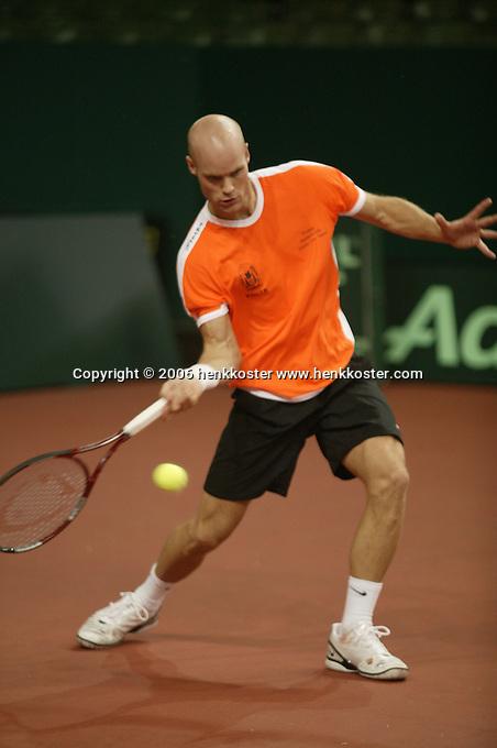 7-2-06, Netherlands, Amsterdam, Daviscup, first round, Netherlands-Russia, training, Melle van Gemerden