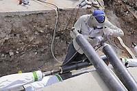 - Milan,  laying of the pipelines for district heating in the famagosta area....- Milano, posa delle tubazioni per il teleriscaldamento in zona Famagosta