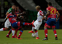 MANIZALES - COLOMBIA - 15 - 02 - 2018: Yesus Cabrera (Der.) jugador de Once Caldas, anota gol a Mauricio Casierra (Izq.) portero de Deportivo Pasto, durante partido entre Once Caldas y Deportivo Pasto, de la fecha 3 por la Liga de Aguila I 2018 en el estadio Palogrande en la ciudad de Manizales. / Yesus Cabrera (R) of Once Caldas, scored a goal to Mauricio Casierra (L) goalkeeper of Deportivo Pasto, during a match between Once Caldas and Deportivo Pasto, of the 3rd date  for the Liga de Aguila I 2018 at the Palogrande stadium in Manizales city. Photo: VizzorImage  / Santiago Osorio / Cont.