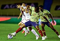 BARRANQUILLA – COLOMBIA, 09 –10-2020: Alfredo Morelos de Colombia (COL) y John Canchelor de Venezuela (VEN) disputan el balon durante partido entre los seleccionados de Colombia (COL) y Venezuela (VEN), de la fecha 1 por la clasificatoria a la Copa Mundo FIFA Catar 2022, jugado en el estadio Metropolitano Roberto Melendez en la ciudad de Barranquilla. / Alfredo Morelos of Colombia (COL) and John Canchelor of Venezuela (VEN) vie for the ball during match between the teams of Colombia (COL) and Venezuela (VEN), of the 1st date for the FIFA World Cup Qatar 2022 Qualifier,  played at Metropolitan stadium Roberto Melendez in Barranquilla city. Photo: VizzorImage / Julian Medina FCF / Cont.