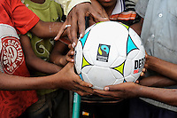 INDIA Odisha Orissa, Raygada, tribal village Malligoan, Dongria Kondh tribe, children hold a fairtrade soccer ball / INDIEN Odisha Orissa, Raygada, Dorf Malligoan, Ureinwohner Dongria Kondh, Kinder halten fair trade Fußball