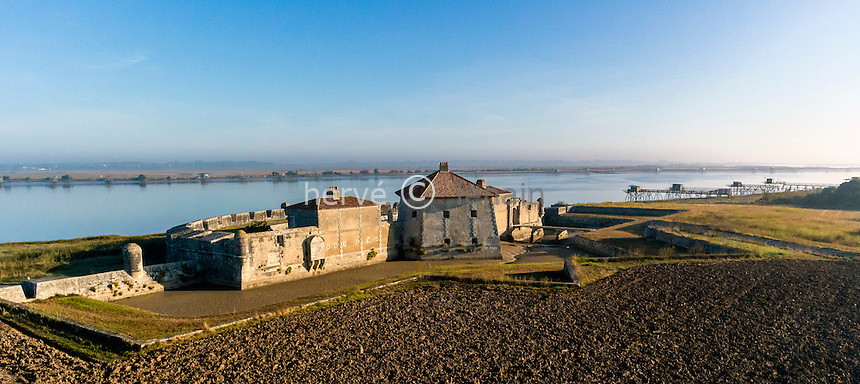 France, Charente-Maritime (17), Saint-Nazaire-sur-Charente, Fort Lupin sur la Charente (vue aérienne) // France, Charente Maritime, Saint Nazaire sur Charente, the Fort Lupin and Charente river (aerial view)