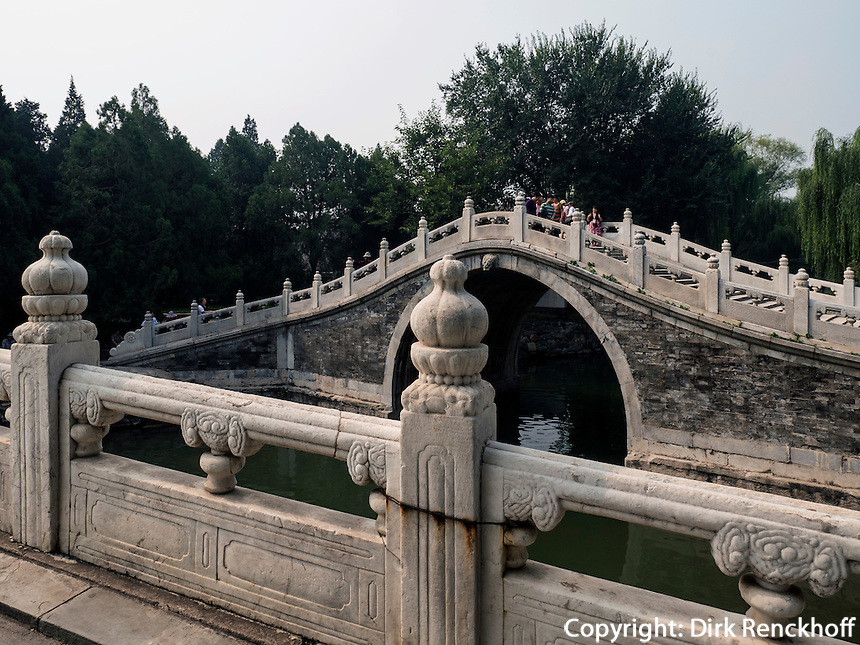 Brücke im im Sommerpalast, Yi He Yuan, in Peking, China, Asien, UNESCO-Weltkulturerbe<br /> Bridge in the summerpalace, Yi He Yuan,Beijing, China, Asia, world heritage