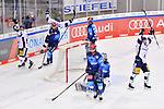 Torjubel bei den Eisbären Berlin nach dem 2:3, hängende Köpfe bei Torwart Michael Garteig (Nr.34 - ERC Ingolstadt) und Mirko Höfflin (Nr.10 - ERC Ingolstadt) beim Spiel im Halbfinale der DEL, ERC Ingolstadt (dunkel) - Eisbaeren Berlin (hell).<br /> <br /> Foto © PIX-Sportfotos *** Foto ist honorarpflichtig! *** Auf Anfrage in hoeherer Qualitaet/Aufloesung. Belegexemplar erbeten. Veroeffentlichung ausschliesslich fuer journalistisch-publizistische Zwecke. For editorial use only.