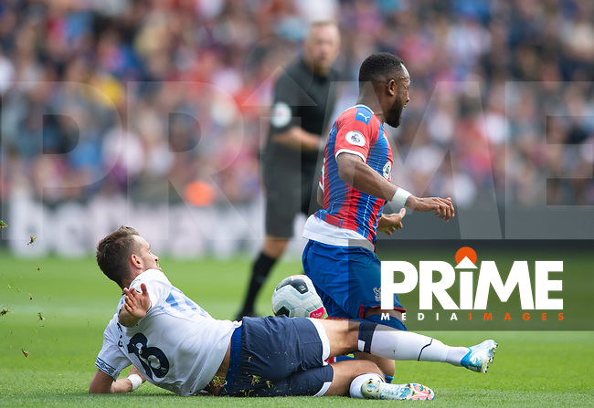Everton Morgan Schneiderlin red card offence on Crystal Palace Jordan Ayew during the Premier League match between Crystal Palace and Everton at Selhurst Park, London, England on 10 August 2019. Photo by Andrew Aleksiejczuk / PRiME Media Images.