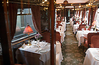 Europe/République Tchèque/Prague:A bord de l'Orient-Express Train de Luxe qui assure la liaison Calais,Paris , Prague,Venise -une des  voitures restaurant [Non destiné à un usage publicitaire - Not intended for an advertising use]