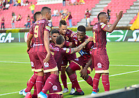IBAGUE – COLOMBIA, 09-10-2019: Jugadores del Tolima celebran después de anotar el primer gol durante partido entre Deportes Tolima y Millonarios por la fecha 16 de la Liga Águila II 2019 jugado en el estadio Manuel Murillo Toro de la ciudad de Ibagué. / Players of Tolima celebrate after scoring the first goal during match between Deportes Tolima and Millonarios for the date 16 as part of Aguila League II 2019 played at Manuel Murillo Toro stadium in Ibague. Photo: VizzorImage / Juan Carlos Escobar / Cont