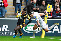 Photo: Ian Smith/Richard Lane Photography. Wasps v Bath Rugby. Aviva Premiership. 24/12/2016. Wasps' Christian Wade scores his side's first try.