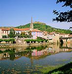 France, Midi-Pyrenees, Departement Tarn-et-Garonne, Saint-Antonin-Noble-Val: Village on Banks of Aveyron River | Frankreich, Midi-Pyrénées, Département Tarn-et-Garonne, Saint-Antonin-Noble-Val: Dorf am Ufer des Aveyron