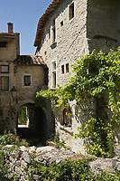 Europe/France/Rhône-Alpes/26/Drôme/Le Poët-Laval: Ancienne commanderie de l'ordre de Malte - Porte du village et vieille demeure