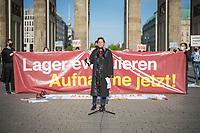 """Mehrere Menschenrechts- und Fluechtlingsorganisationen haben auf einer Kundgebung am Donnerstag den 23. April 2020 in Berlin von den EU-Staaten die rasche Aufnahme von Fluechtlingen aus Griechenland gefordert. Die Camps auf den griechischen Inseln muessten angesichts der Corona-Krise sofort aufgeloest werden, denn sie drohten zu """"pandemischen Hotspots"""" zu werden, hiess es in einem Aufruf des Republikanischen Anwaeltinnen- und Anwaeltevereins (RAV). Dazu fand am Donnerstag in Berlin eine Kundgebung statt, die live im Internet uebertragen wurde. Daran beteiligten sich unter anderem auch Vertreter von Amnesty International, vom European Center for Constitutional and Human Rights (ECCHR), vom Unteilbar-Buendnis sowie Vertreter weiterer Organisationen.<br /> Die Kundgebung fand mit 20 Personen unter den strengen Auflagen anlaesslich der Covid-19-Pandemie statt.<br /> Im Bild: Berenice Boehlo, Rechtsanwaeltin und Vorstandsmitglied im RAV.<br /> 23.4.2020, Berlin<br /> Copyright: Christian-Ditsch.de<br /> [NUR FUER REDAKTIONELLE ZWECKE! Werbung nur auf Anfrage beim Fotografen. Inhaltsveraendernde Manipulation des Fotos nur nach ausdruecklicher Genehmigung des Fotografen. Vereinbarungen ueber Abtretung von Persoenlichkeitsrechten/Model Release der abgebildeten Person/Personen liegen nicht vor. NO MODEL RELEASE! Don't publish without copyright Christian-Ditsch.de, Veroeffentlichung nur mit Fotografennennung, sowie gegen Honorar, MwSt. und Beleg. Konto: I N G - D i B a, IBAN DE58500105175400192269, BIC INGDDEFFXXX, Kontakt: post@christian-ditsch.de<br /> Bei der Bearbeitung der Dateiinformationen darf die Urheberkennzeichnung in den EXIF- und  IPTC-Daten nicht entfernt werden, diese sind in digitalen Medien nach §95c UrhG rechtlich geschuetzt. Der Urhebervermerk wird gemaess §13 UrhG verlangt.]"""