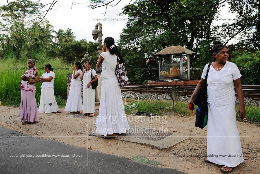 SRI LANKA, new buddhist shrine construction is going on after war against  the LTTE tamil tigers / SRI LANKA, nach dem Sieg gegen die LTTE Tamil Tiger werden in tamilischen Gebieten auffaellig viele neue buddhistische Schreine gebaut und Singhalesen angesiedelt