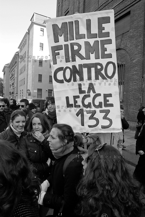 milano, in occasione dell'inaugurazione dell'anno accademico all'università cattolica, protesta degli studenti contro i tagli previsti dalla riforma dell'istruzione --- milan, during the inauguration of the academy year at the cattolica university, students protest against the spending cut provided by the school reform