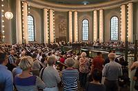 Am Mittwoch den 15. August 2018, in Berlin-Mitte fand an Mariae Himmelfahrt die letzte Heilige Messe in der St. Hedwigs-Kathedrale vor der Renovierung statt.<br /> 15.8.2018, Berlin<br /> Copyright: Christian-Ditsch.de<br /> [Inhaltsveraendernde Manipulation des Fotos nur nach ausdruecklicher Genehmigung des Fotografen. Vereinbarungen ueber Abtretung von Persoenlichkeitsrechten/Model Release der abgebildeten Person/Personen liegen nicht vor. NO MODEL RELEASE! Nur fuer Redaktionelle Zwecke. Don't publish without copyright Christian-Ditsch.de, Veroeffentlichung nur mit Fotografennennung, sowie gegen Honorar, MwSt. und Beleg. Konto: I N G - D i B a, IBAN DE58500105175400192269, BIC INGDDEFFXXX, Kontakt: post@christian-ditsch.de<br /> Bei der Bearbeitung der Dateiinformationen darf die Urheberkennzeichnung in den EXIF- und  IPTC-Daten nicht entfernt werden, diese sind in digitalen Medien nach §95c UrhG rechtlich geschuetzt. Der Urhebervermerk wird gemaess §13 UrhG verlangt.]