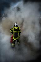 06 fevrier 2017, raffinerie de Feyzin, entrainement des sapeurs pompiers sur des feux de liquide inflammable. Maniement de l'extincteur.