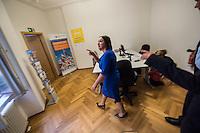 Berliner Wirtschaft und Senat foerdern Integration von Gefluechteten mit ARRIVO-Servicebuero.<br /> Mit der Eroeffnung des ARRIVO-Servicebueros wollen die Berliner Wirtschaft und der Senat Gefluechteten und kleine und mittlere Unternehmen besser zusammenbringen. Im ARRIVO-Servicebuero koennen kleine und mittlere Unternehmen sich Beratung und Hilfe holen wie sie Gefluechtete als Lehrling oder Mitarbeiter einstellen koennen.<br /> Das ARRIVO-Servicebuero wird gemeinsam von der IHK Berlin, der Handwerkskammer Berlin, dem Verbande Freie Berufe Berlin e.V. und der Unternehmensverbaende Berlin-Brandenburg betrieben und von der Senatsverwaltung fuer Arbeit, Integration und Frauen unterstuetzt.<br /> Im Bild: Dilek Kolat, Senatorin fuer Arbeit, Integration und Frauen beuscht die Bueroraeume.<br /> 26.8.2016, Berlin<br /> Copyright: Christian-Ditsch.de<br /> [Inhaltsveraendernde Manipulation des Fotos nur nach ausdruecklicher Genehmigung des Fotografen. Vereinbarungen ueber Abtretung von Persoenlichkeitsrechten/Model Release der abgebildeten Person/Personen liegen nicht vor. NO MODEL RELEASE! Nur fuer Redaktionelle Zwecke. Don't publish without copyright Christian-Ditsch.de, Veroeffentlichung nur mit Fotografennennung, sowie gegen Honorar, MwSt. und Beleg. Konto: I N G - D i B a, IBAN DE58500105175400192269, BIC INGDDEFFXXX, Kontakt: post@christian-ditsch.de<br /> Bei der Bearbeitung der Dateiinformationen darf die Urheberkennzeichnung in den EXIF- und  IPTC-Daten nicht entfernt werden, diese sind in digitalen Medien nach §95c UrhG rechtlich geschuetzt. Der Urhebervermerk wird gemaess §13 UrhG verlangt.]