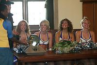 Frankfurt Galaxy Dancers mit dem World Bowl