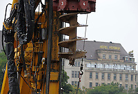 Bodendrehbohrer im Einsatz auf der Baustelle am Brühl - Brühl Arkaden - Bau eines Trog um eine trockene Baugrube zu ermnöglichen . Foto: Norman Rembarz..Norman Rembarz , Autorennummer 41043728 , Holbeinstr. 14, 04229 Leipzig, Tel.: 01794887569, Hypovereinsbank: BLZ: 86020086, KN: 357889472, St.Nr.: 231/261/06432 - Jegliche kommerzielle Nutzung ist honorar- und mehrwertsteuerpflichtig! Persönlichkeitsrechte sind zu wahren. Es wird keine Haftung übernommen bei Verletzung von Rechten Dritter. Autoren-Nennung gem. §13 UrhGes. wird verlangt. Weitergabe an Dritte nur nach  vorheriger Absprache..