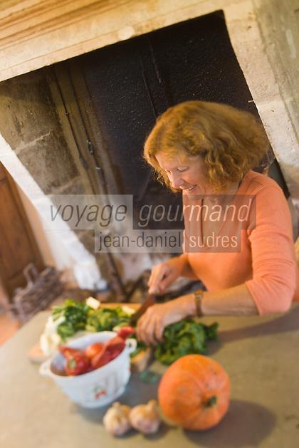 Europe/France/Aquitaine/24/Dordogne/Monestier: Maison d'Hôtes: Château des Baudry - Hélène dans sa cuisine<br />  [Non destiné à un usage publicitaire - Not intended for an advertising use]