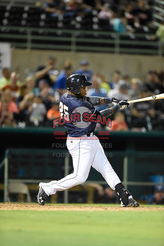 ***Temporary Unedited Reference File***San Antonio Missions right fielder Yeison Asencio (25) during a game against the Midland RockHounds on April 21, 2016 at Nelson W. Wolff Municipal Stadium in San Antonio, Texas.  Midland defeated San Antonio 9-2.  (Mike Janes/Four Seam Images)