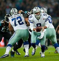 09.11.2014.  London, England.  NFL International Series. Jacksonville Jaguars versus Dallas Cowboys. Cowboys' Tony Romo (#9)