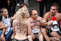 20130707 ROMA-CRONACA: GLI ANIMALISTI PROTESTANO CONTRO JEAN-PAUL GAULTIER
