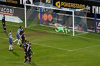 Glanzparade Torwart Marius Gersbeck (Karlsruher SC)<br /> <br /> - 26.02.2021 Fussball 2. Bundesliga, Saison 20/21, Spieltag 23, SV Darmstadt 98 - Karlsruher SC, Stadion am Boellenfalltor, emonline, emspor, <br /> <br /> Foto: Marc Schueler/Sportpics.de<br /> Nur für journalistische Zwecke. Only for editorial use. (DFL/DFB REGULATIONS PROHIBIT ANY USE OF PHOTOGRAPHS as IMAGE SEQUENCES and/or QUASI-VIDEO)