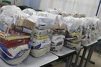 Campinas (SP), 14/05/2020 - Cestas Basicas - Funcionarios e professores da EMEF Joao Alves dos Santos, no Jardim Regina, na cidade de Campinas, interior de Sao Paulo, comecaram a distribuir nesta quinta-feira (14), cerca de 80 cestas basicas que os professores e funcionarios arrecadaram para contemplar todos os alunos da escola.. Foto: Denny Cesare/Codigo 19 (Foto: Denny Cesare/Codigo 19/Codigo 19)