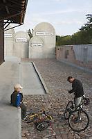 Europe/Pologne/Lodz: le monument du souvenir aux victimes du Ghetto et la gare Radegast