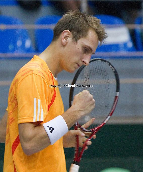 04-03-11, Tennis, Oekraine, Kharkov, Daviscup, Oekraine - Netherlands, Thiemo de Bakker  maakt een vuist