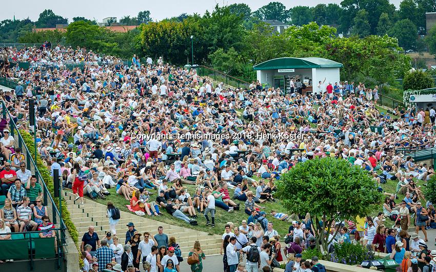 London, England, 4 th. July, 2018, Tennis,  Wimbledon, The Henman Hill<br /> Photo: Henk Koster/tennisimages.com