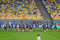 Deutsche Mannschaft laeuft sich warm fuer das Abschlusstraining zum UEFA Nations League Spiel gegen die Ukraine in Kiew<br /> - 09.10.2020: Abschlusstraining Deutschland, Olympiastadion Kiew DISCLAIMER: DFB regulations prohibit any use of photographs as image sequences and/or quasi-video.