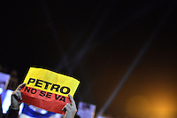 BOGOTÁ -COLOMBIA. 09-12-2013. Gustavo Petro, Alcalde de Bogotá, Colombia, fue destituido por la Procuraduría General de La Nación e inhabilitado por 15 años para ejercer puestos públicos. Cientos de manifestantes se congregaron en la Plaza de Bolívar frente al Palacio de Lévano para rechazar la decisión que deja a la capital de Colombia sin gobernante./ Gustavo Petro Mayor of Bogota D.C., Colombia, was removed by the Attorney General of the Nation and disquialified for 15 years to perform public office. Hundreds of supporters of Mayor gathered at the Simon Bolivar square in front of Lievano Palace to protest for the decision . Photo: VizzorImage/Gabriel Aponte/ Str