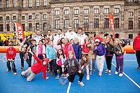 05-04-12, Netherlands, Amsterdam, Tennis, Daviscup, Netherlands-Rumania, Draw, Het team met de schoolkinderen van het straattennis