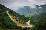 The peloton descend during Stage 18 of La Vuelta d'Espana 2021, running 162.6km from Salas to Alto del Gamoniteiru, Spain. 2nd September 2021.   <br /> Picture: Unipublic/Charly Lopez   Cyclefile<br /> <br /> All photos usage must carry mandatory copyright credit (© Cyclefile   Charly Lopez/Unipublic)
