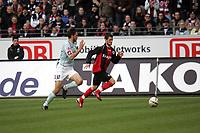Marcel Heller (EIntracht Frankfurt) im Zweikampf mit Manuel Friedrich (FSV Mainz 05)
