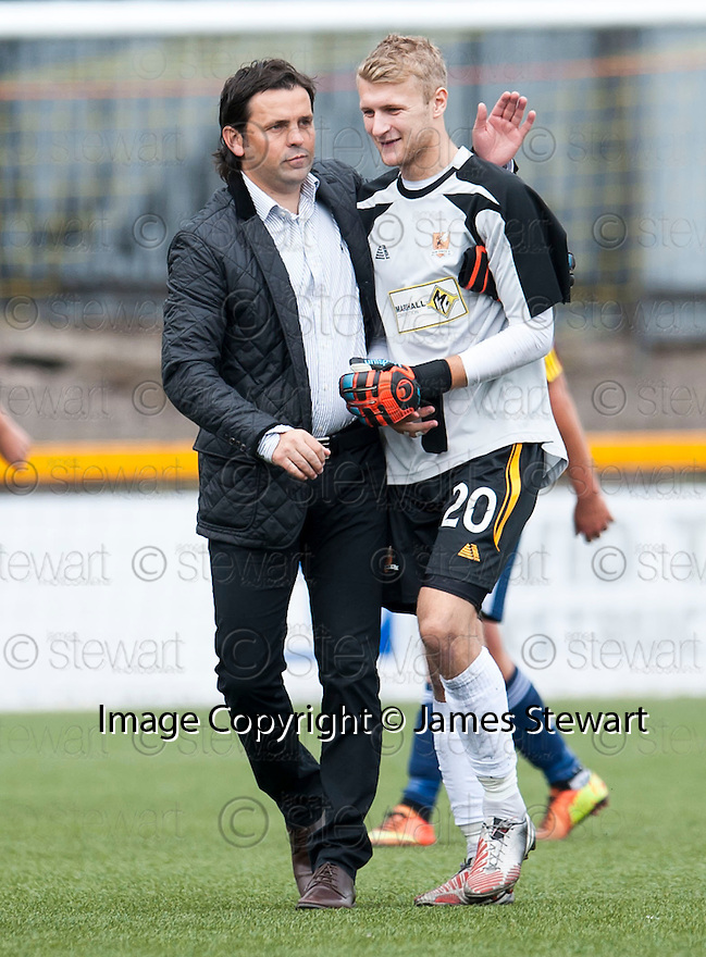 Alloa Manager Paul Hartley congratulates keeper Scott Bain at the end of the game.