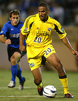 8 September 2004: Tony Sanneh of Columbus Crew in action against Earthquakes at Spartan Stadium in San Jose, California.     Sanneh scored a goal in second half of the game.   Crew defeated Earthquakes, 1-0.  Credit: Michael Pimentel / ISI