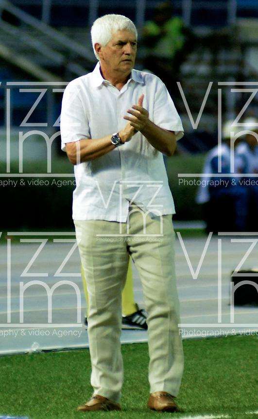 BARRANQUILLA-COLOMBIA, 16-02-2020: Julio Comesa–a, tŽcnico de AtlŽtico Junior, durante partido entre AtlŽtico Junior y Once Caldas, de la fecha 5 por la Liga BetPlay DIMAYOR I 2020, jugado en el estadio Metropolitano Roberto MelŽndez de la ciudad de Barranquilla. / Julio Comesa–a, coach of Atletico Junior during a match between Atletico Junior and Once Caldas of the 5th date for the BetPlay DIMAYOR I Leguaje 2020 played at the Metropolitano Roberto Melendez Stadium in Barranquilla city. / Photo: VizzorImage / Alfonso Cervantes / Cont.