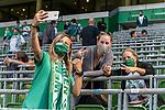 19.09.2020, wohninvest Weserstadion, Bremen, GER,  SV Werder Bremen vs Hertha BSC Berlin, <br /> <br /> <br />  im Bild<br /> <br /> Zuschauer brauchten auf den Sitzplaetzen auf der Tribune keine MAsken tragen Alltagsmasken (Mund-Nasen-Bedeckung).  Selfie<br /> <br /> Foto © nordphoto / Kokenge<br /> <br /> DFL regulations prohibit any use of photographs as image sequences and/or quasi-video.