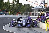 #51: Romain Grosjean, Dale Coyne Racing with RWR Honda  pit stop