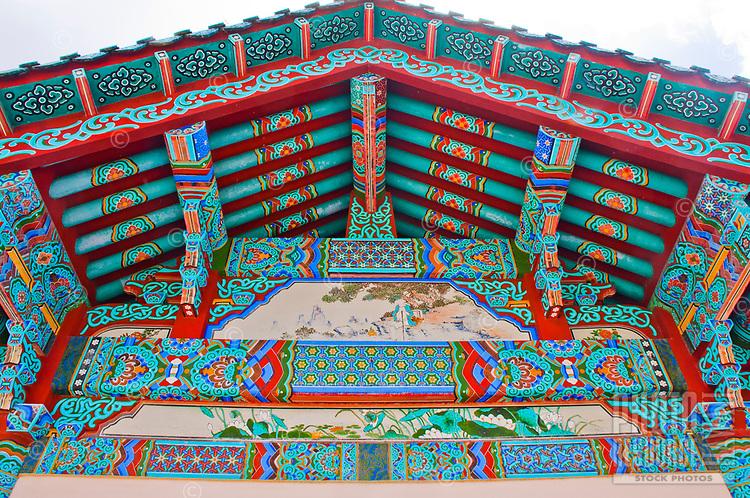 Mu-Ryang-Sa (or Broken Ridge Temple) is a Korean Buddhist temple in Palolo Valley, Honolulu, O'ahu. Offerings include Buddhist teachings and meditation.